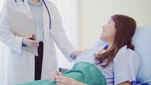 Acompañamiento médico u hospitalario