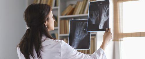 Radiografía de mano y pie